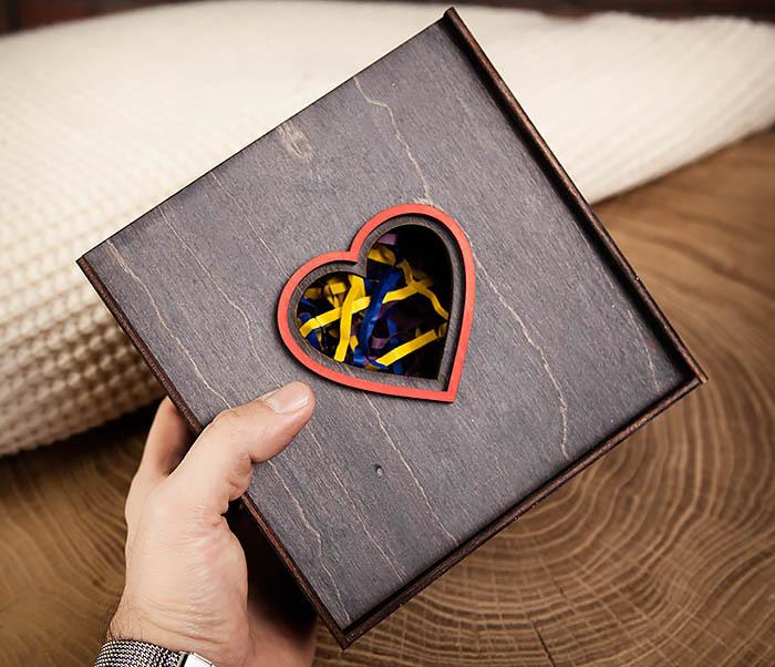 BOX209-1 Подарочная коробка из дерева с сердцем (17*17*7 см) фото 07
