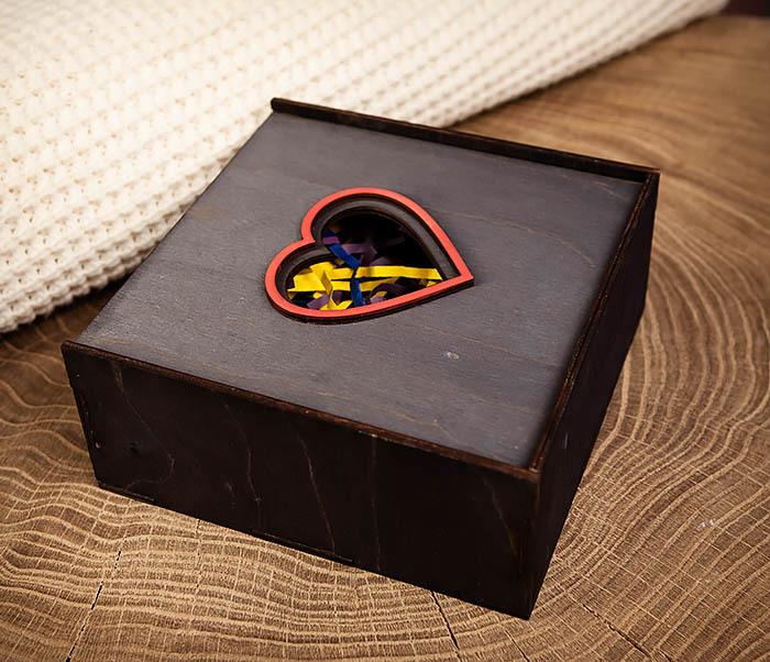 BOX209-1 Подарочная коробка из дерева с сердцем (17*17*7 см) фото 08