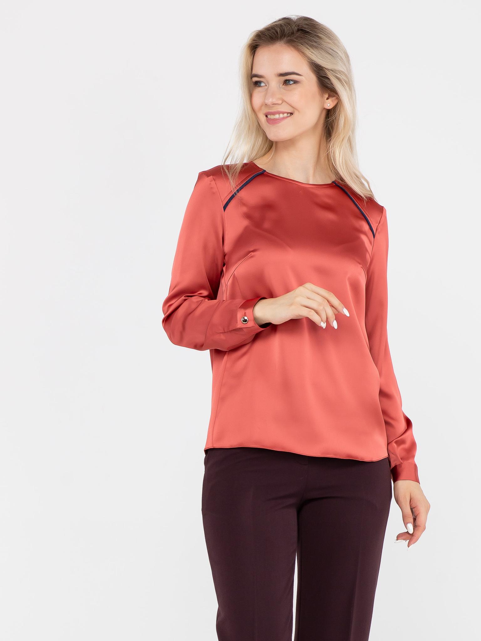 Блуза Г566-158 - Атласная блуза прямого силуэта с длинным рукавом. Манжеты на рукавах и плечевые кокетки обработаны контрастной рельефной тканью. Можно носить как на выпуск, так и заправлять в юбку или брюки. С этой моделью легко создать элегантный вечерний или  деловой, для работы, образ.