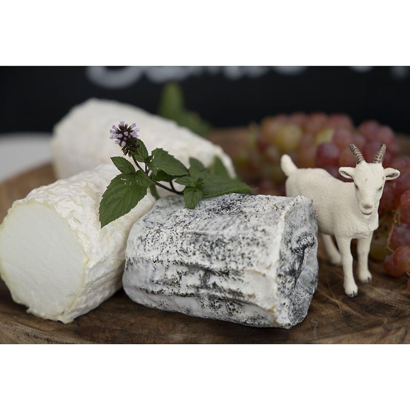 Фотография Козий сыр мягкий «Сент-Мор» в золе / 160 гр купить в магазине Афлора
