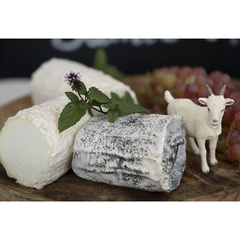 Козий сыр мягкий «Сент-Мор» в золе / 160 гр