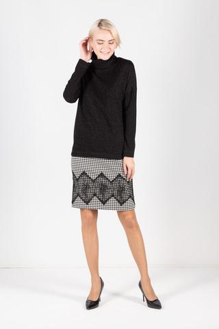 Фото теплый черный джемпер свободной формы с высоким воротником и длинными рукавами - Джемпер В589-814 (1)