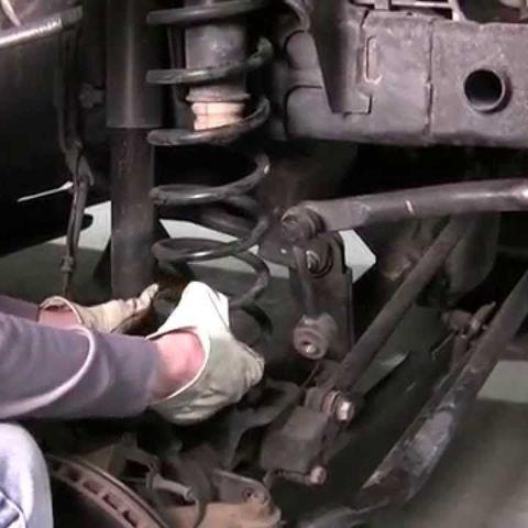 Замена передних пружин подвески