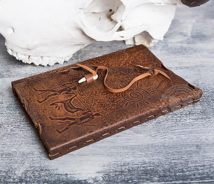 BY01-06-04 Кожаный подарочный блокнот «Добыча» с застежкой - клыком (А5) фото 03