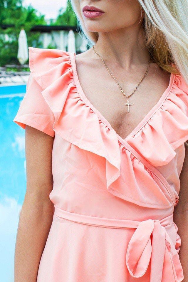 Летнее платье миди с запахом, персиковое