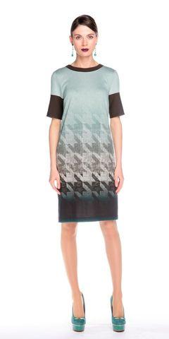 Фото трикотажное платье прямого силуэта с геометрическим принтом - Платье З118-406 (1)