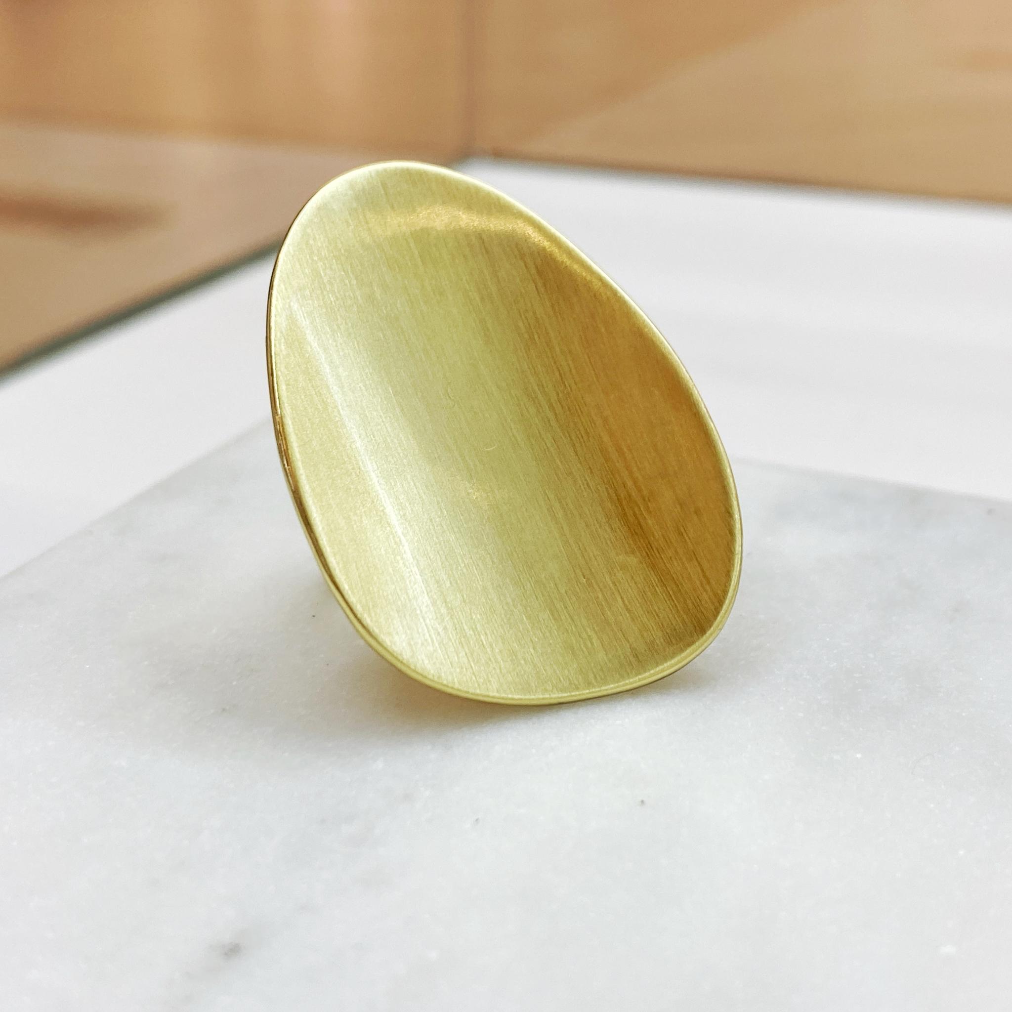 Кольцо в виде матированного овала (золотистый) (Vi)