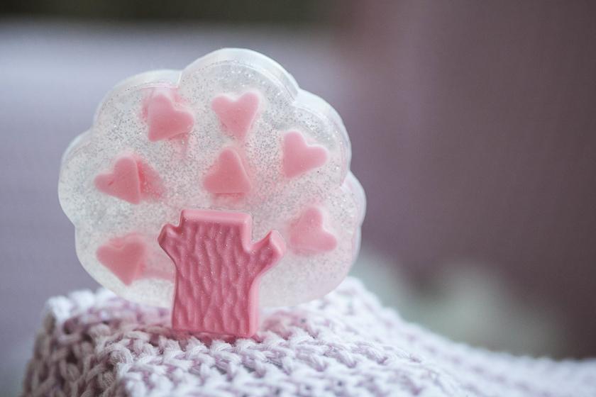 Мыло ручной работы, изготовленное в форме дерева