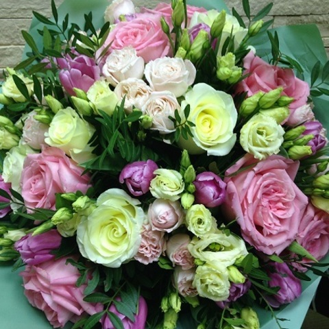 № 68. Торжественный букет с розами.