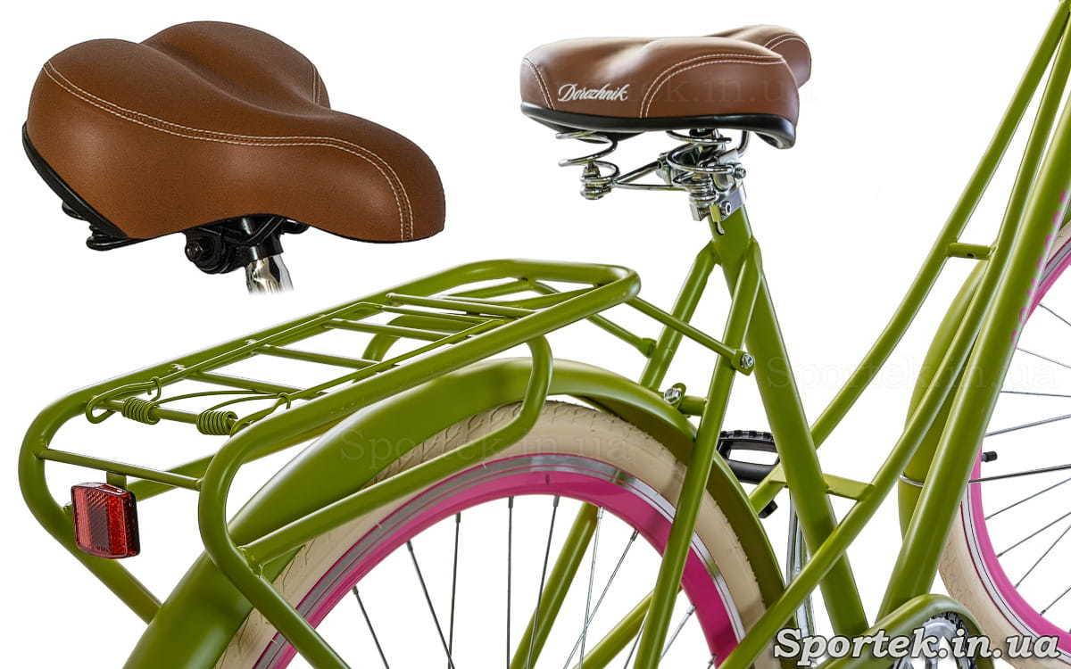 Вигляд ззаду на сідло, багажник і раму велосипеда Dorozhnik Comfort Female 2018