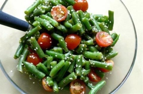 Теплий салат із зеленої квасолі