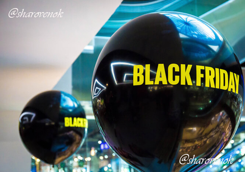 Гигантский шар Black Friday