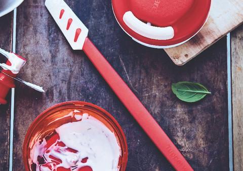 силиконовый скребок малый в красном цвете tupperware