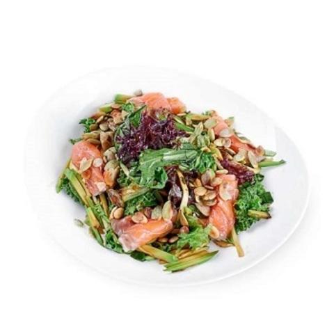 Салат з лососем і гарбузовим насінням
