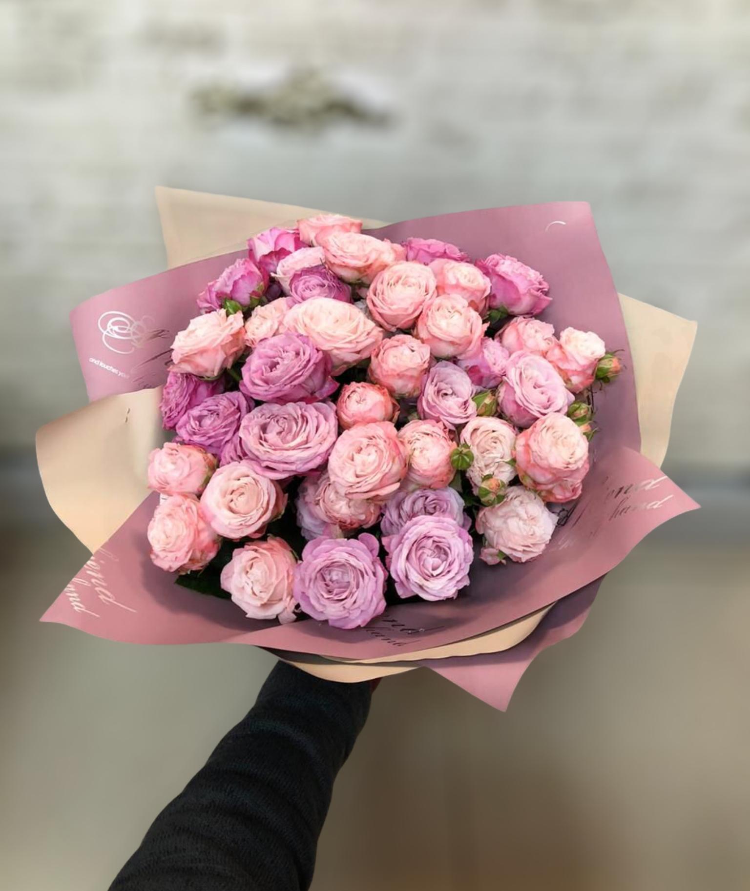 Букет с кустовой розой (Б-35)