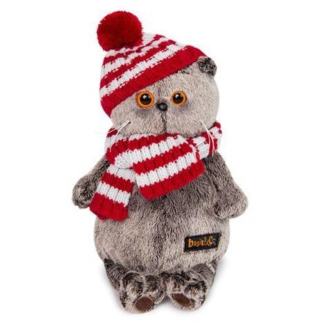 Кот Басик в полосатой шапке с шарфом