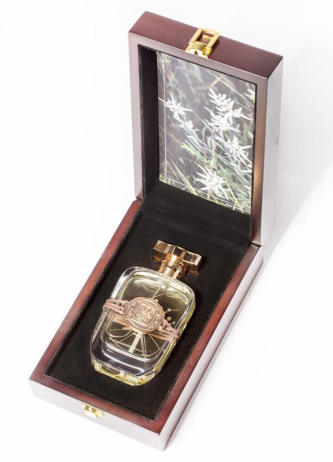 Парфюм Aura of Kazakhstan Silver Edelweiss деревянный ларец  95 мл