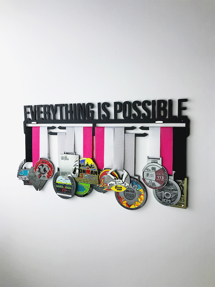 Медальница Everything is possible