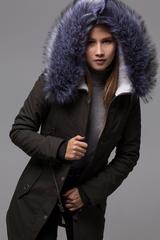 Куртка парка с меховым капюшоном недорого