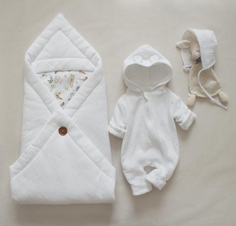 Комплект из муслина, 3 предмета: одеяло, комбинезон, чепчик.