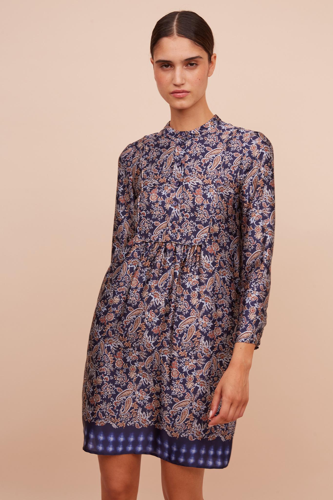 Платье-рубашка с оригинальным принтом