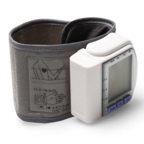 Тонометр Automatic Wrist Watch  на запястье