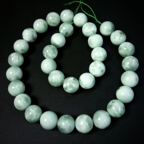 Бусины ангелит зеленый АА шар гладкий 12 мм 16 бусин