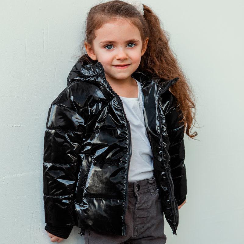 Демісезонна дитяча куртка для дівчинки в чорному кольорі