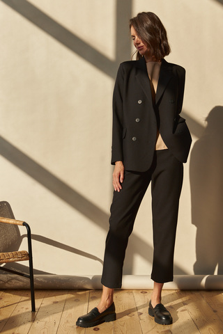 Костюм: жакет двубортный+брюки, черный