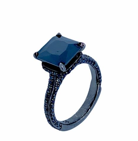 18132- Кольцо из серебра с черными цирконом в черном родаже