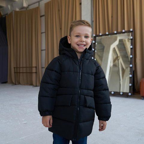 Дитяча подовжена зимова куртка в чорному кольорі для хлопчика
