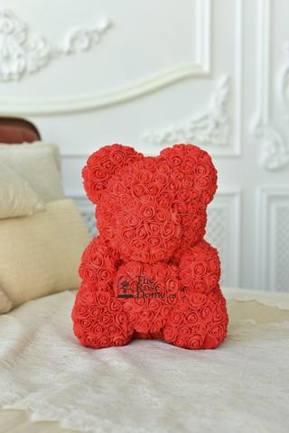 Мишка из роз красного цвета с розовым сердцем