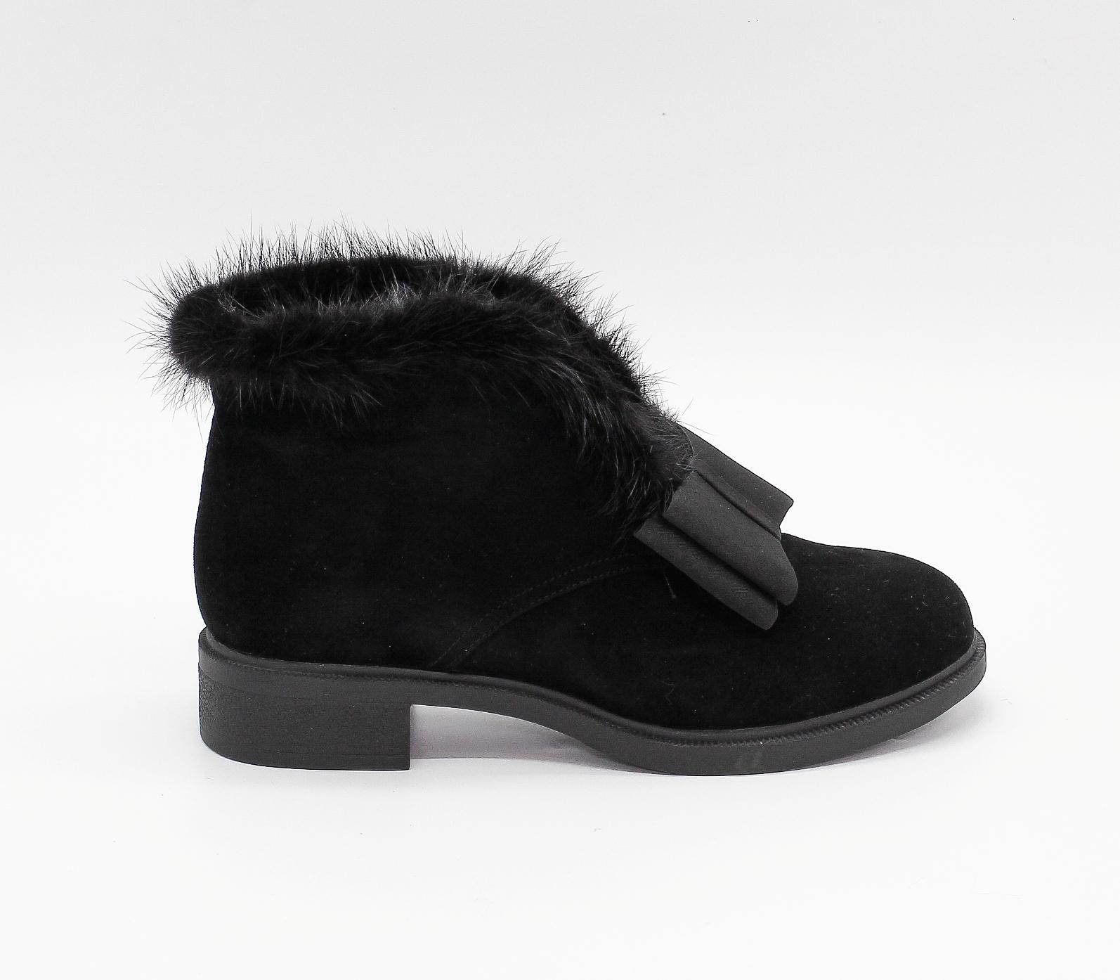 Черные замшевые ботинки с отделкой из натуральной норки