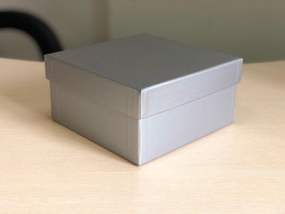 Квадратная коробка 15см .Цвет;серебро . В розницу 200 рублей