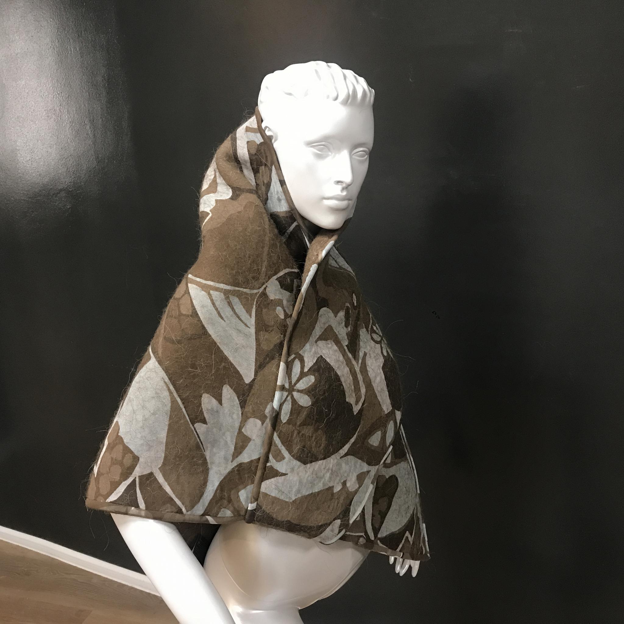 Платок из верблюжьей шерсти