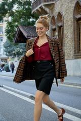 Мини-юбка с заклепками на карманах