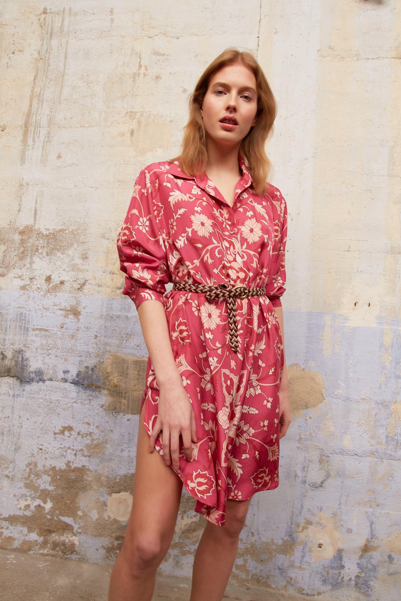 SADE - Короткое шелковое платье-рубашка с принтом