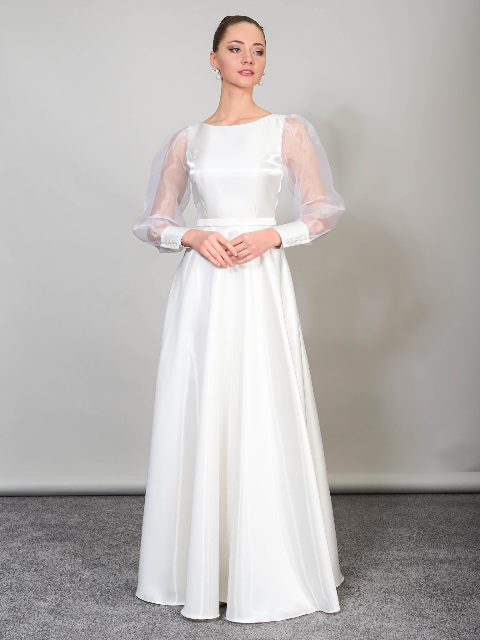 Свадебное платье Классика с манжетами на рукавах (молочный)