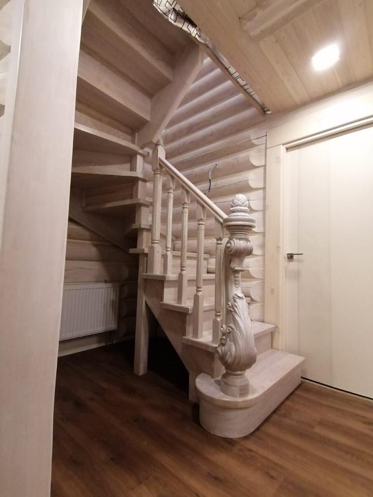 Лестница из массива дуба экстра. Проект №14