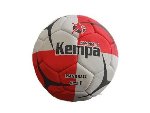 Мяч для гандбола №1 KEMPA. Использование специальной кожи с верхним нескользящим слоем позволяет мячу хорошо