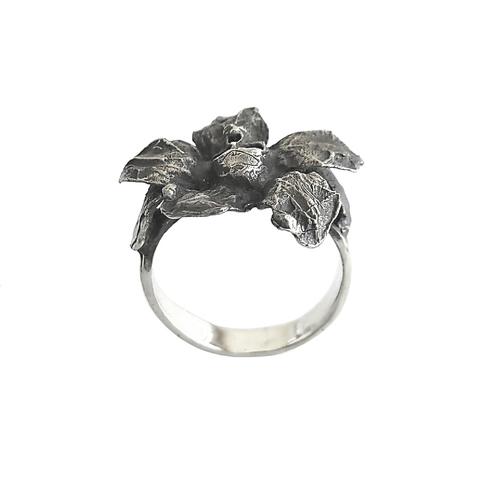 Кольцо-цветок с черепом