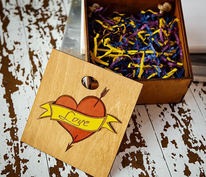 BOX239-2 Большая подарочная коробка с сердцем (17*17*10 см) фото 07