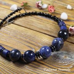 Ожерелье из крупных бусин содалита, лазурита и гематита