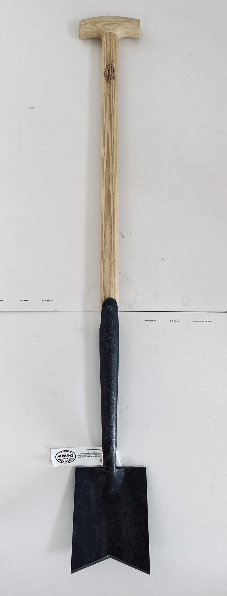 Дамская лопата DeWit с V-образным лезвием, рукоятка из ясеня 750мм