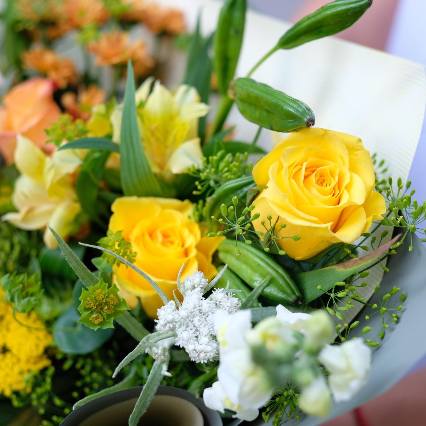 Букет летний №18 с жёлтыми розами и укропом