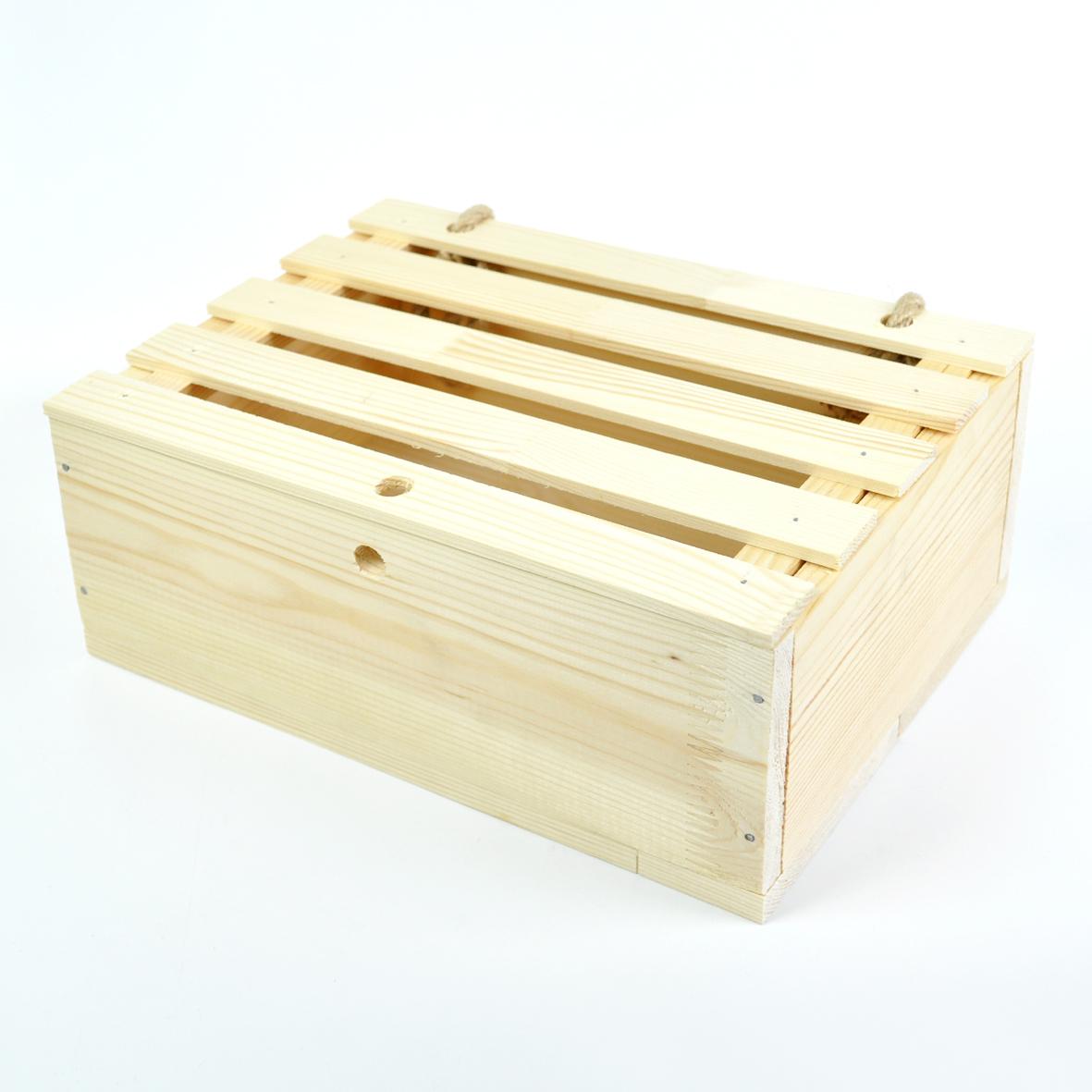 Подарочная коробка с декором