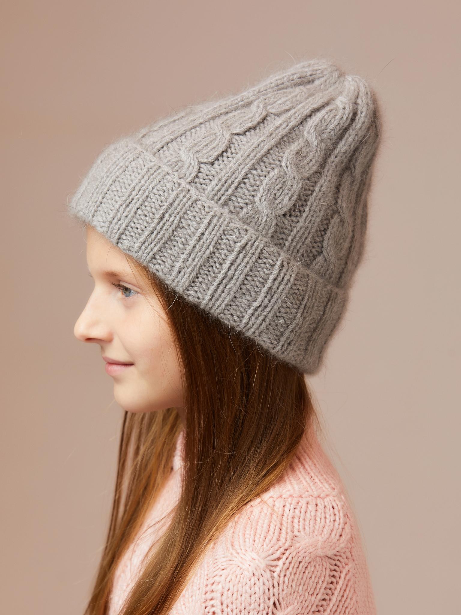 Серая шапка из ангоры ручной вязки с косами женская