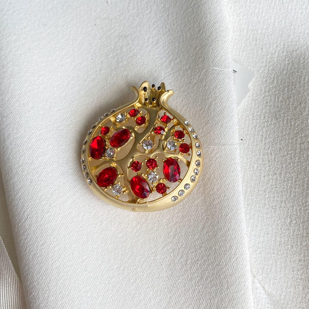 Брошь Гранат цирконы красный золотой