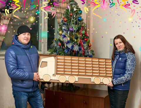 Полка ДекорКоми из дерева для машинок