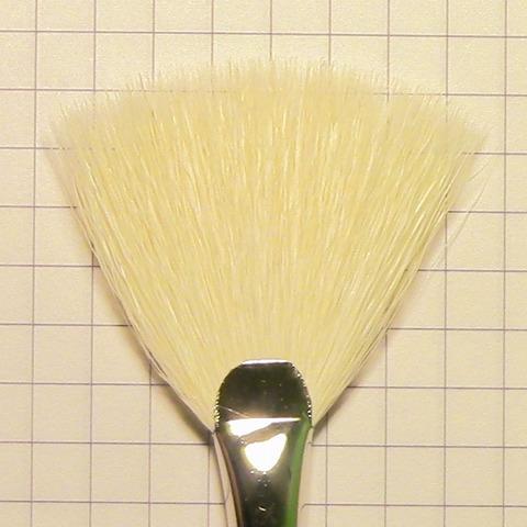 Кисть веерная №2 / ворс белой козы / черная ручка / 800140102